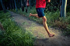 裸足で走ると、どんな効果がある?ランニングシューズを脱いでわかったメリット