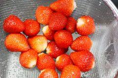 栄養価を保つ「冷凍イチゴ」の保存方法とは。栄養士に聞いた冷凍フルーツのおいしい食べ方