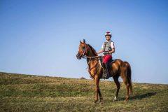 """運動経験ゼロだった投資家・小野裕史。砂漠マラソン世界一を経て、""""馬のマラソン""""で五輪を目指すワケ(前編)"""