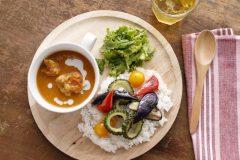 暑い日にこそ食べたい!お肉と夏野菜たっぷりのチキンカレー【スポーツキッズのためのガッツリ飯 Vol.6】