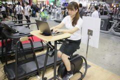 PCで仕事しながら同時にフィットネスも!? 勤勉な日本人にピッタリな健康機器が登場【SPORTEC 2017 #3】