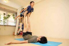 親子で楽しめる体幹トレーニング「ひこうきヨガ」ってなに?