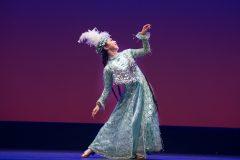 ダイナミックな回転から女性らしい振り付けまで。民族舞踊・ウズベキスタンのダンスの魅力とは?