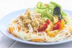 残暑疲れを解消。「野菜と鳥むね肉のそうめん」の作り方|栄養士が教えるガッツリ飯レシピ