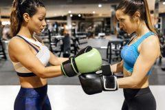 女性に人気の格闘技教室。気になるトレーニングメニューは?