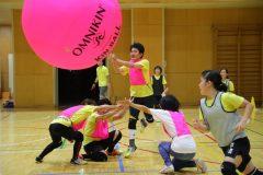 今年は日本で世界大会も!みんなが主役になれる「キンボールスポーツ」を体験してみた