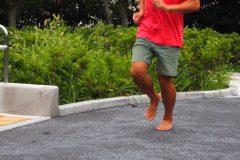 """裸足でのフルマラソン日本記録をマーク! 高岡尚司に聞く""""ゼロベースランニング""""の考え方"""