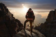 登山初心者のガイドブック!山登りの服装やマナーをまとめた『登山入門』│スポーツがしたくなる今月の1冊