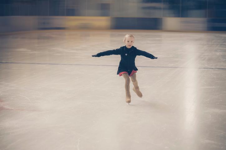 子どものフィギュアスケート、いつから習わせればいい?費用は ...