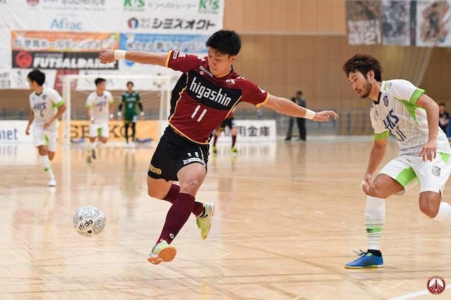 フットサル日本代表の若きエースが現役生活とキッズ向けコーチを両立する理由 (1/2)