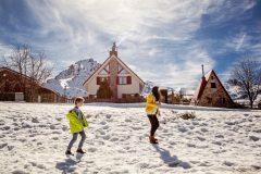 子どもと一緒に体を動かそう!冬でもスポーツができるお出かけスポット6選