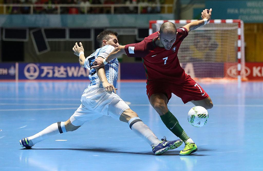 サッカーとフットサルの違いって 人数 ルール 戦術を解説 趣味 スポーツ Melos