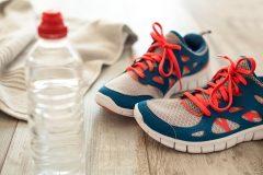 「水はこまめに少量飲む」が効果的。運動中の脱水症状を防ぐ水分補給のポイント