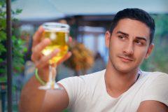 アルコールは筋トレにどんな影響を及ぼすのか?筋トレとお酒の関係をプロが解説