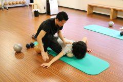"""身体を""""伸ばす""""メンテナンスの重要性。NY発の「ヤムナ」を体験してきた┃連載「甘糟りり子のカサノバ日記」#7"""
