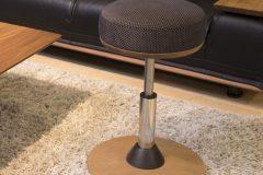 ミズノ&カリモク家具コラボ!スクワット効果をアップさせる椅子、登場