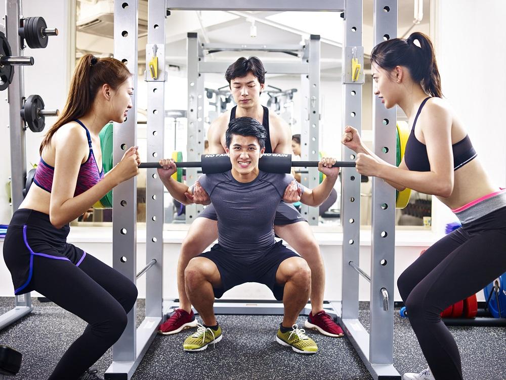 筋トレを継続できない人は「トレーニング仲間」を作るべし。その理由をトレーナーが解説 | トレーニング×スポーツ『MELOS』