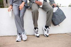 革靴からスニーカーへ!スーツにも似合う、通勤におすすめのシューズたち