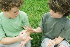 意外と難しい!脳を活性化する「手遊びトレーニング」5選