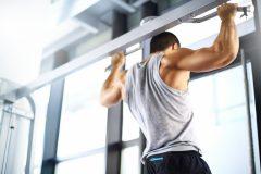 懸垂ができないのはなぜ?チンニングの効果とトレーニング方法