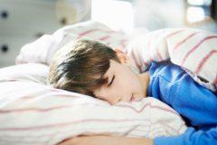 """子どもは何時に寝かせるべき?""""早寝早起き""""と""""10時間睡眠""""が大切"""