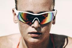 シーン別サングラスの選び方!「調光レンズ」と「偏光レンズ」の違いやカラー効果を解説
