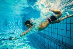 プールでの水中運動や水泳にダイエット効果はある? 消費カロリーが多いメニュー、脂肪燃焼を高めるコツを解説