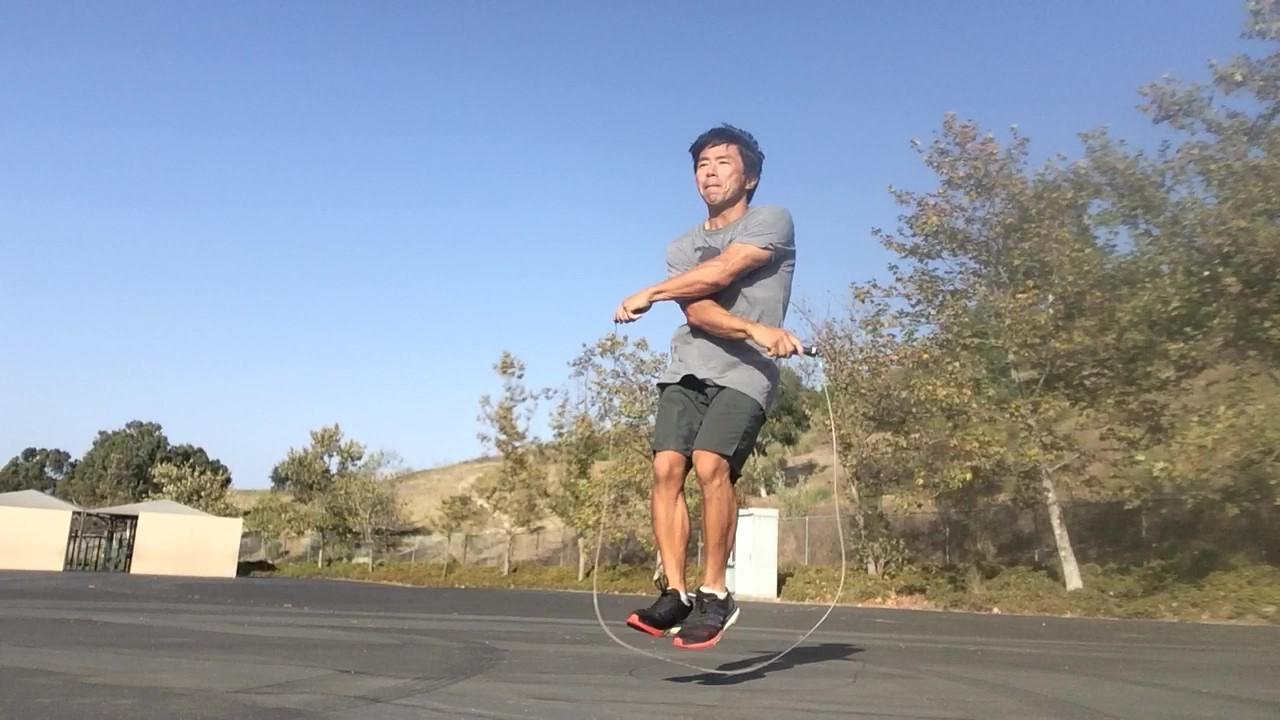 跳び 方 縄跳び 【年齢別】幼児の縄跳びの教え方とコツ。3歳から6歳の子どもに教えたい縄跳びの練習方法|子育て情報メディア「KIDSNA(キズナ)」