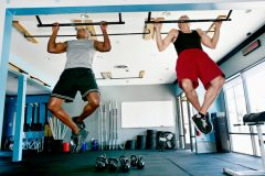 体幹、腹筋、広背筋、上腕二頭筋に効果アリ。オススメの懸垂トレーニングメニュー5選
