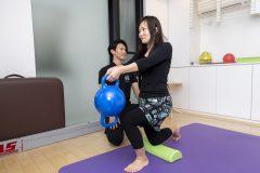 猫背を治すには「呼吸」を正すべし。2ヵ月で正しい姿勢を目指す「猫背改善専門スタジオ」って?