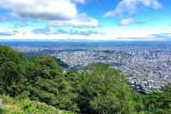 北海道・札幌の藻岩山でトレイルラン。頂上の絶景と初心者にもやさしいコースが特徴│旅するようにランニング #2