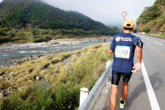 「四万十川ウルトラマラソン」が人気な理由とは? 100kmの部を走って感じたこと(前編)