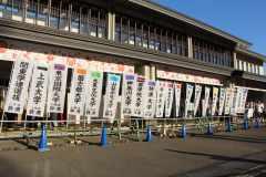 地元が見守ってきた箱根駅伝とは。小田原中継所の鈴廣蒲鉾、出場校が愛用する常宿の女将に聞きました