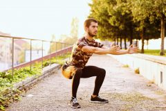ランナーにおすすめの筋トレ「スクワット」。目的別のやり方、トレーニングメニュー例を解説