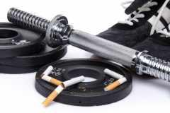 「タバコを吸うと体力が低下する」は本当。喫煙がスポーツ能力に与える悪影響とは