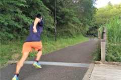 「腕振り」でランニングが変わる。速く走るための上半身フォームトレーニングで改善しよう
