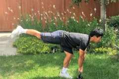 下半身を鍛える筋トレ。膝や足首が痛い、スクワットができない人にもおすすめの自宅トレーニング3選