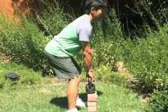 下半身と背中を鍛える筋トレ「デッドリフト」を自宅でもやりたい。ケトルベル、ダンベルを使ったやり方を解説