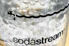 炭酸水を自宅で作るマシン「ソーダストリーム」の使い方やコスパ、味をレビュー|編集部のヘルシー食レポ