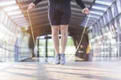 カロリー消費はランニング以上。なわとびの効果と跳び方、トレーニングメニューを解説