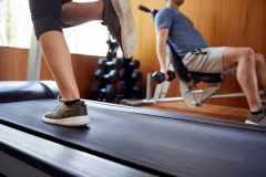 トレッドミルとマシントレーニング、どっちを先にやるべき?ティップネストレーナーが解説
