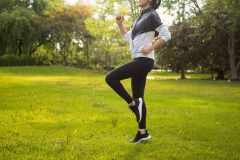後ろ向きに走るトレーニング「レトロランニング(バック走)」 の効果とやり方、注意点