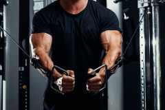 筋トレ初心者にもおすすめ。「ケーブルマシン」のメリットと効果的な使い方、トレーニングメニューを解説