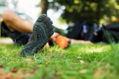 足のアーチが崩れるとどうなる?偏平足・開張足向けインソールの選び方とテーピング術