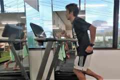 ランニングフォームを改善。「上半身を使って走る」メリットと練習方法