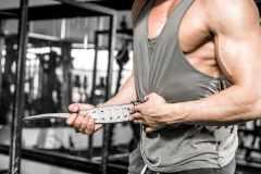筋トレ初心者にトレーニングベルトは必要?メリットとデメリット、効果的な使い方を解説