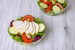 コンビニのサラダチキン、1日に何個まで食べていい?管理栄養士が解説