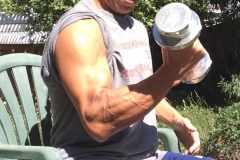 目的別で選ぶダンベル筋トレ。全身を鍛えるか、ひとつの筋肉を筋肥大させるか