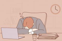 昼食後はなぜ眠くなるのか。原因は糖質?血糖値?3つの予防法を解説